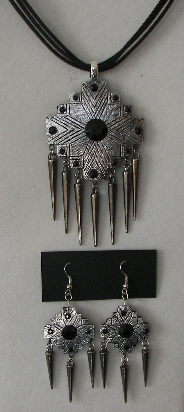 Class-Gourd-Jewelry-SW-with-Silver-tape-and-spikes