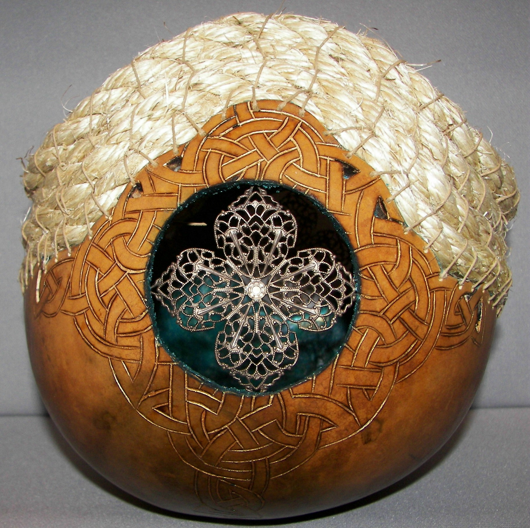 gourd-celtic-design-w-rope-braid