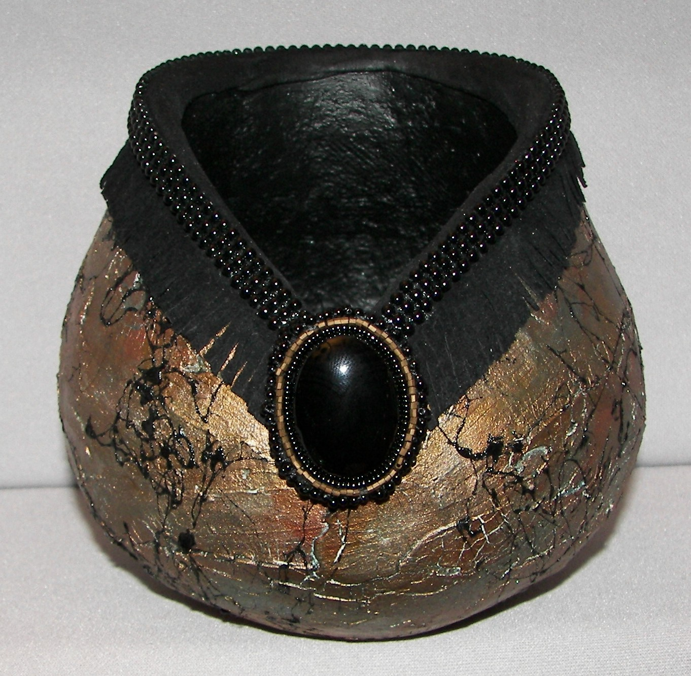 gourd-crackle-webbing-spray-black-onyx